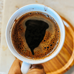 kaffeeschaum sieht aus wie menstruationstasse