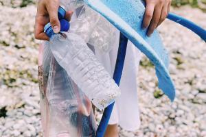 Plastik am Strand gesammelt